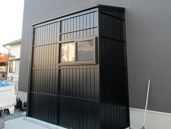 パネルタイプのストックルームはデザイン的に優れ家の外観によくあった雰囲気を作ることができます。多くの商品の中から最も適した商品を提案することが出来ます。